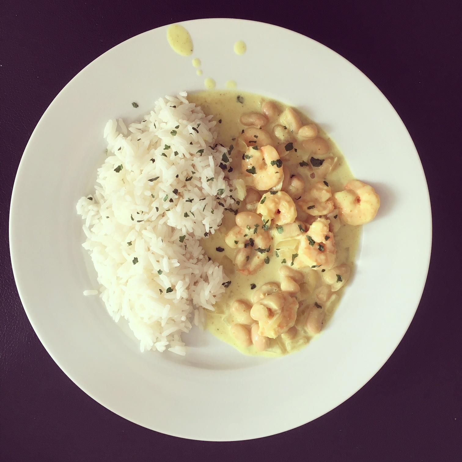 Curry de crevettes et haricots blancs