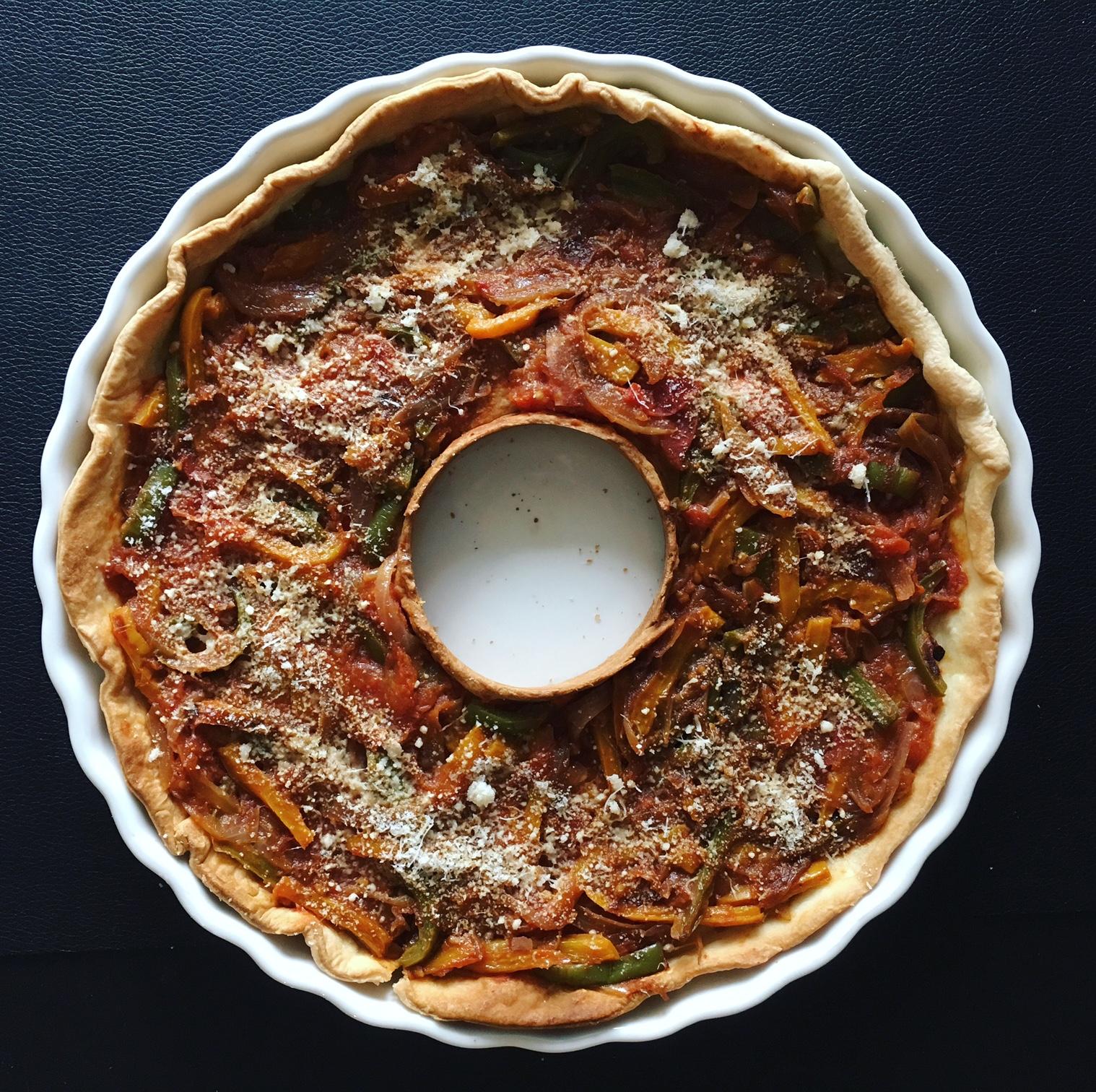 Tarte aux tomates, oignons et poivrons