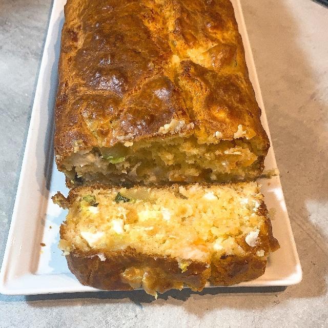 Cake aux crevettes, courgettes et feta