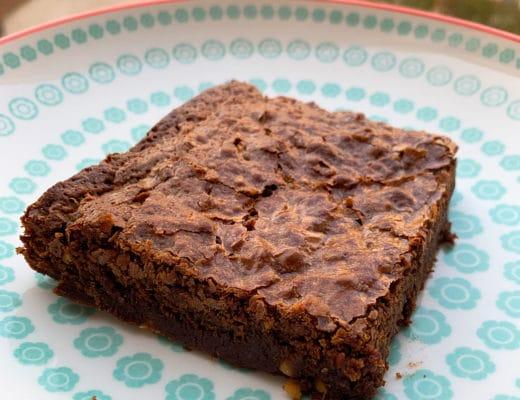 Brownie aux amandes caramélisées et aux noisettes